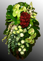 Венок из живых цветов №17