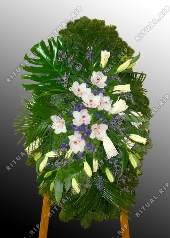 Ритуальный венок из живых цветов №13