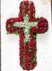 Венок крест из живых цветов №47