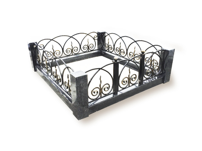 Гранитный цоколя с оградой