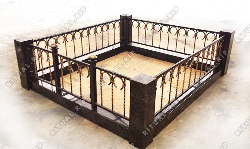 Гранитная ограда Подкова 1.8*2.0 м.