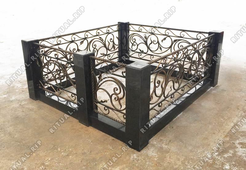 Гранитная ограда Селена 1.8*2.0 м.