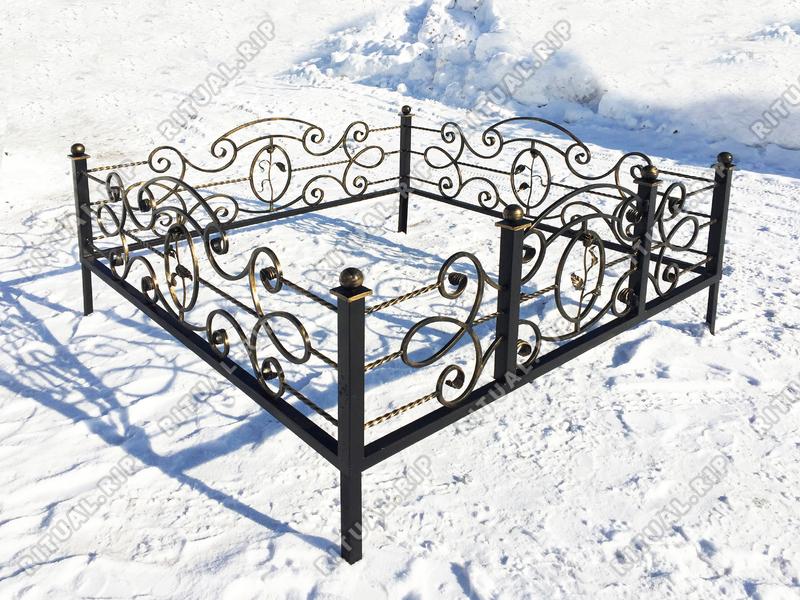 Кованая ограда на могилу Венеция